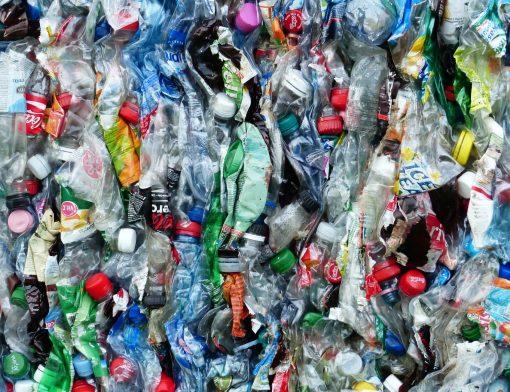 plásticos não recicláveis